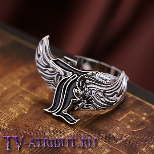 Кольцо с символом Эла Лоулайта (буквой L)