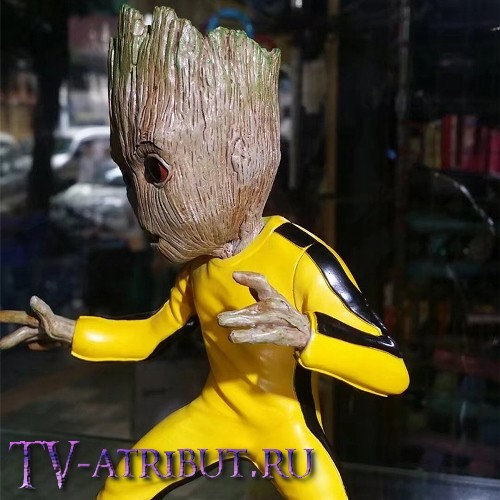 Фигурка Грута в жёлтом костюме (17 см)