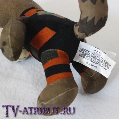 Мягкая игрушка в виде енота Ракеты (20 см)