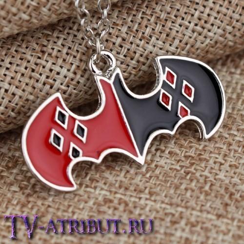 Кулон с эмблемами Харли Квинн и Бэтмена