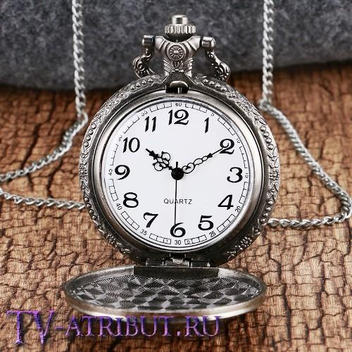 Часы на цепочке с волком Геральта