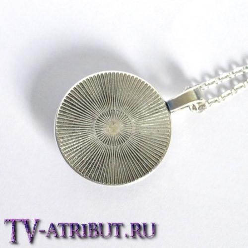 Кулон с изображением трискелиона