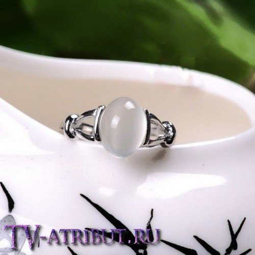 Кольцо Беллы Свон, с лунным камнем