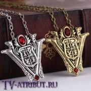 Кулон с гербом клана Вольтури (цвета - бронза, серебро)